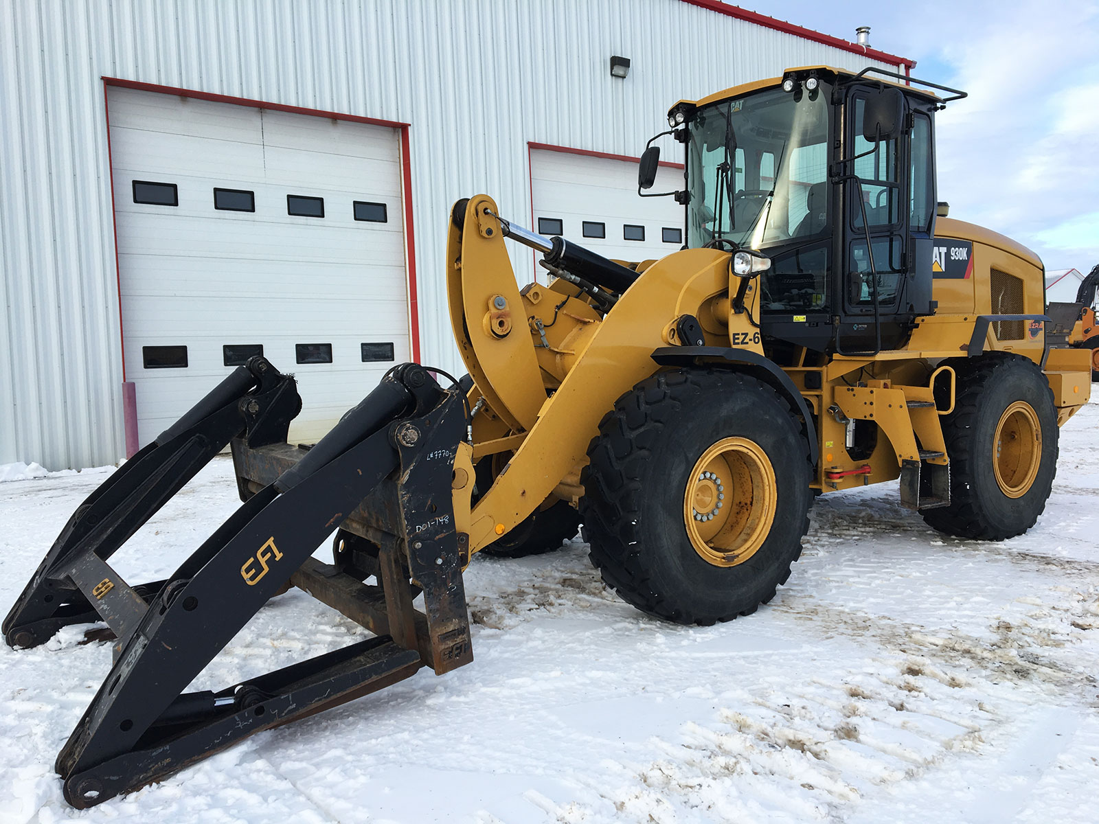 EZRA rentals and sales heavy equipment for rent in Grande Prairie AB Caterpillar 930K